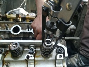 Mitsubishi Pajero Engine 6G72 V6 Valve seals replacement