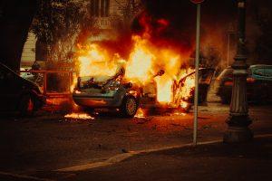 car caught fire - fixmycar.pk