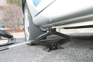 car tyre change - fixmycar.pk